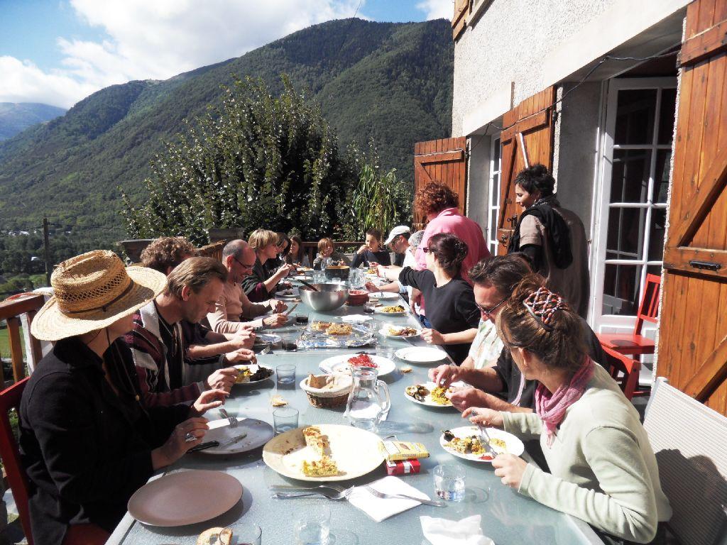 groupe-piquenique Les Terrasses de Saubissan : location de chalet et gite de groupe à Saint Lary Soulan (Hautes-Pyrénées)